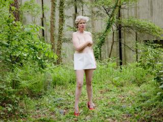 """Portrait photographique de Chloé Leray dans le cadre de l'exposition """"Un âge de fer et de béton"""""""