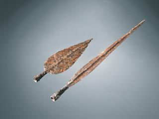 Pointes de lances en fer. Inhumations n° 27 (la courte) et 30 (la longue). Long. 25 et 45 cm. Fin IVe – début IIIe siècle avant J.-C.