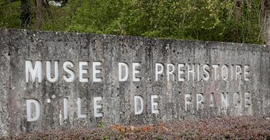 Le musée départemental de Préhistoire d'Île-de-France.