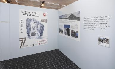 """Entrée de l'exposition """"mémoire de glace"""""""
