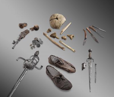 vestiges d'un voyageur du début du XVIIe siècle ayant péri en montagne, et conservés dans la glace.