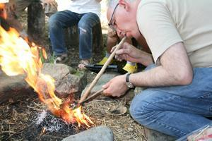 Démonstration d'allumage d'un feu.