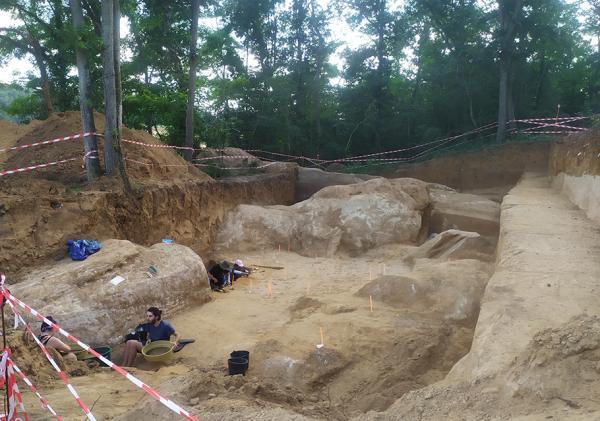 Vue du chantier de fouilles préhistoriques d'Ormesson (77)