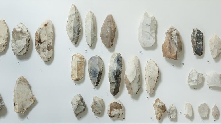 Collection d'outils en silex du Paléolithique récent
