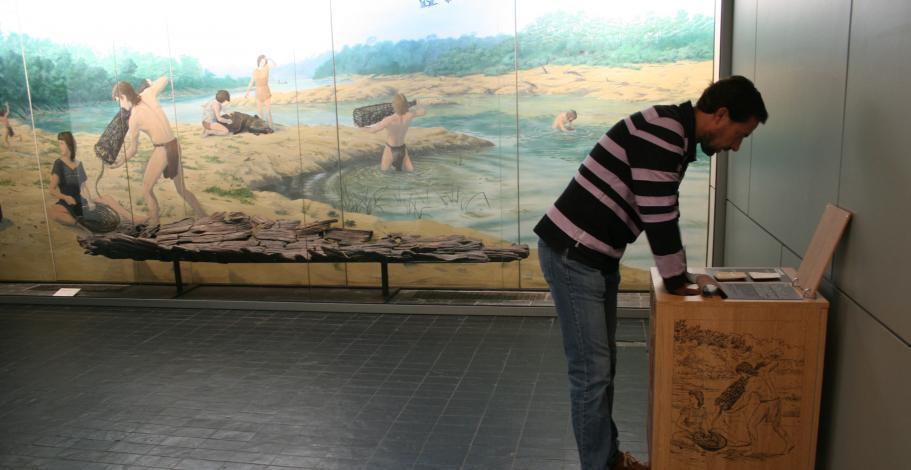 Dispositif de découverte tactile destiné aux personnes souffrant d'un handicap visuel au musée de préhistoire