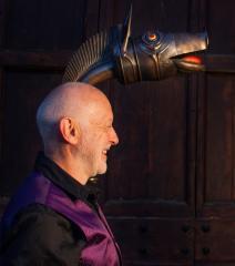 musiciens pourvus de leur carnyx (cor en bronze de l'ancien monde celtique et étrusque)