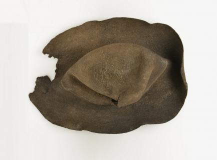 Chapeau en feutre d'une bergère du XVIIe siècle disparue sur le glacier de Porchabella (Alpes suisses).